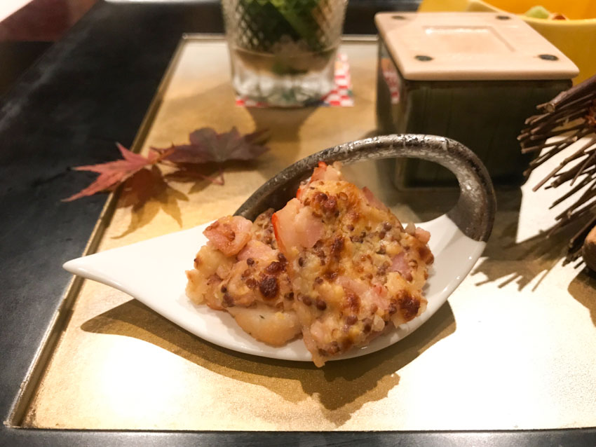 A small appetiser – shrimp with minced bacon and cheese