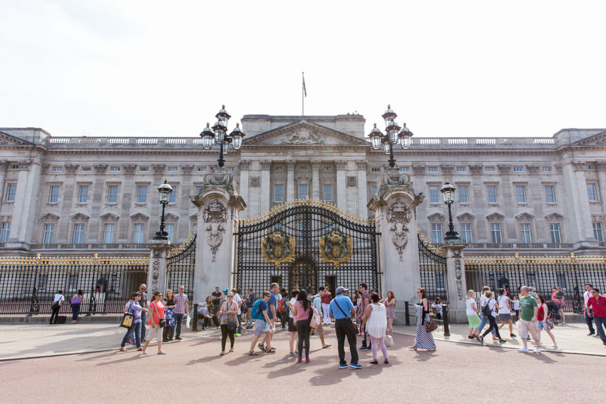 Wide shot of the front of Buckingham Palace, London