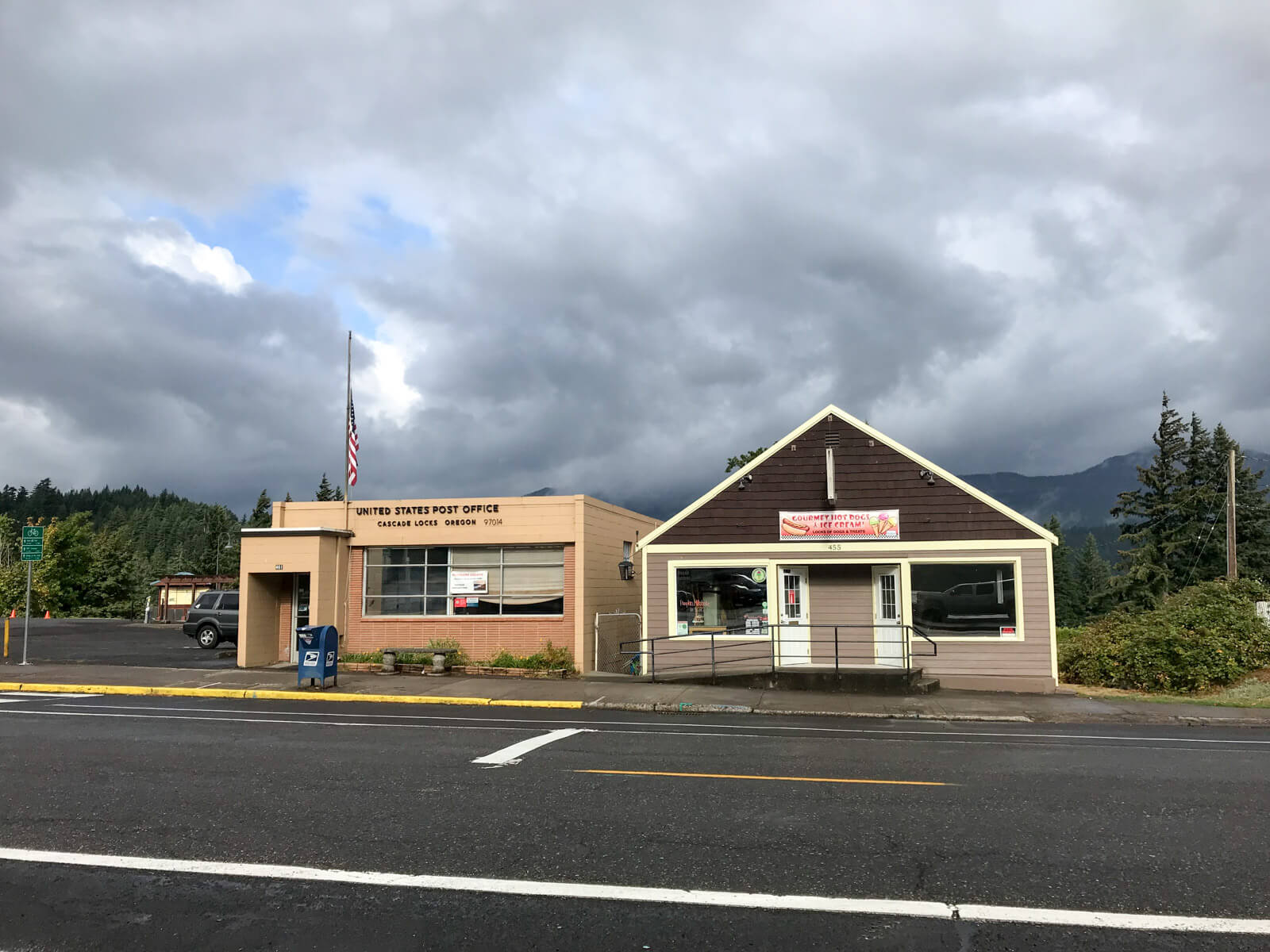 "A building on the side of a road reading ""United States Post Office, Cascade Locks Oregon"