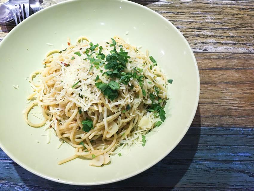 A bowl of olio spaghetti