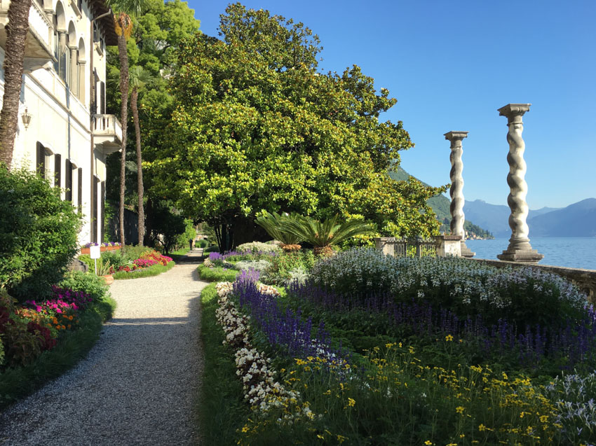 A path and two pillars by the water's edge at Villa Monastero