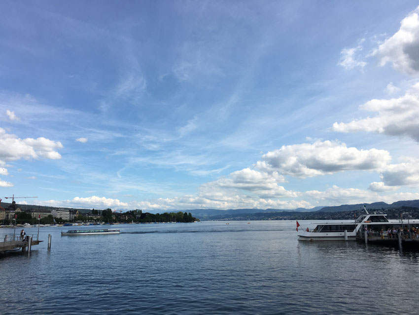 A blue sky with scattered clouds on the lake in Zurich