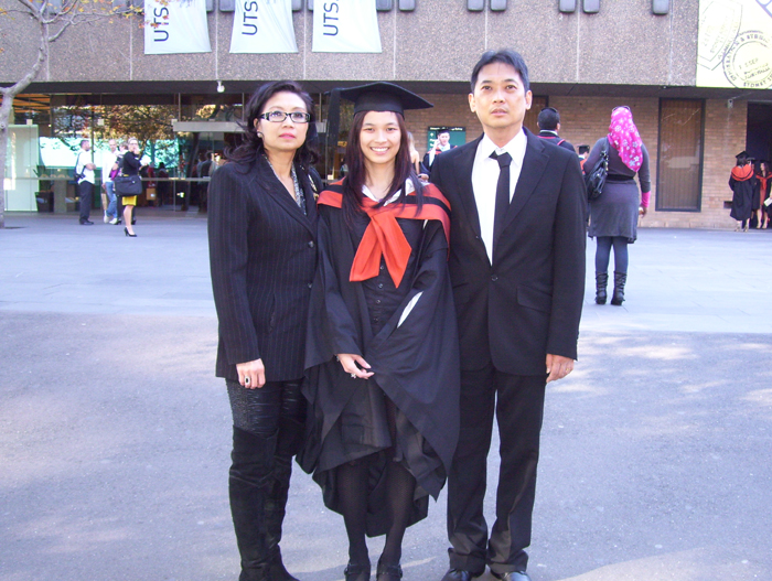 Me with my mum and dad :3