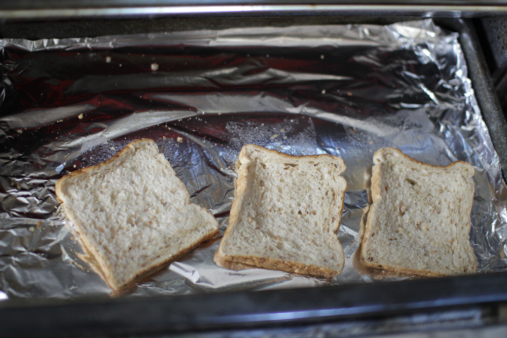 Toasting bread in the grill