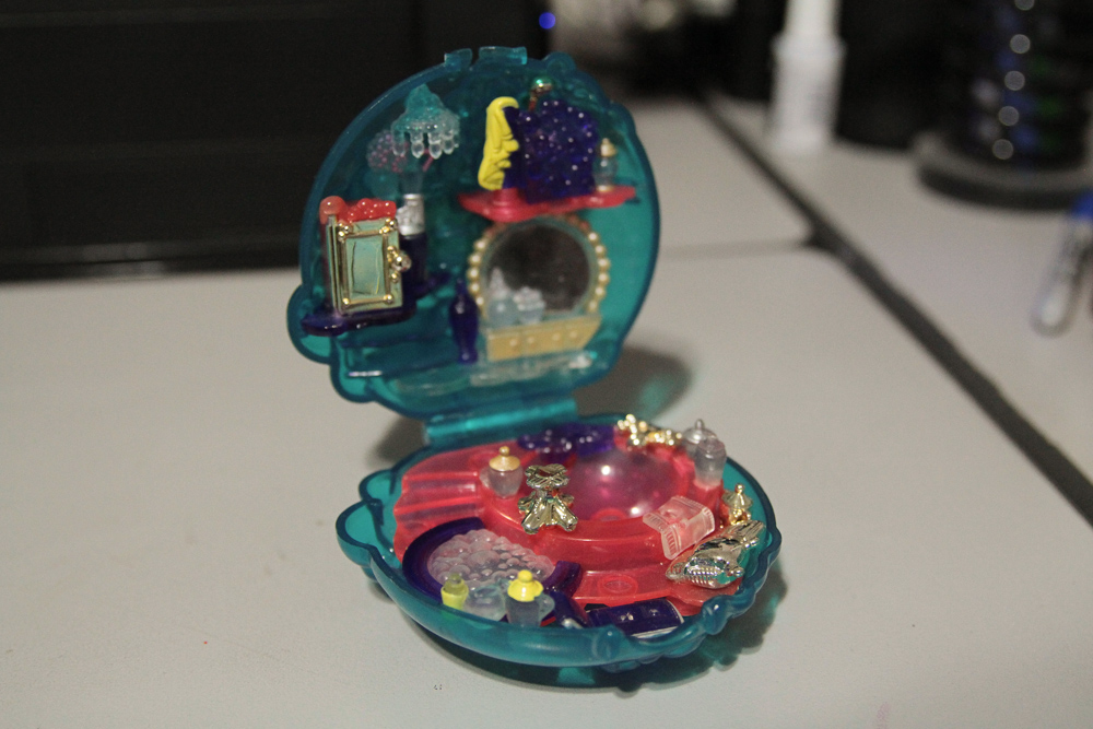 Polly Pocket perfume bottle: Full view