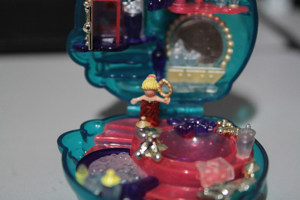 Polly Pocket perfume bottle: Polly Closeup