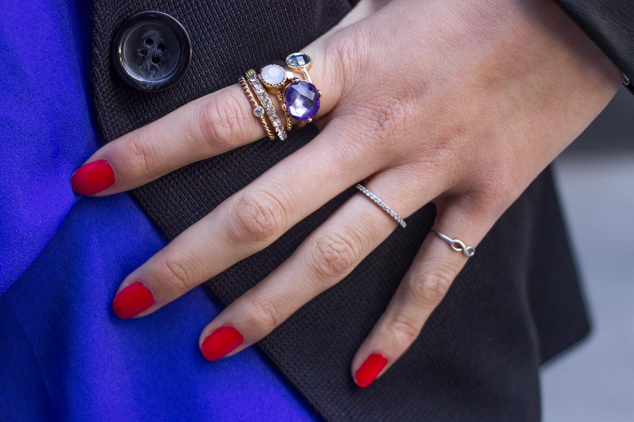 Red nails and a purple ring set