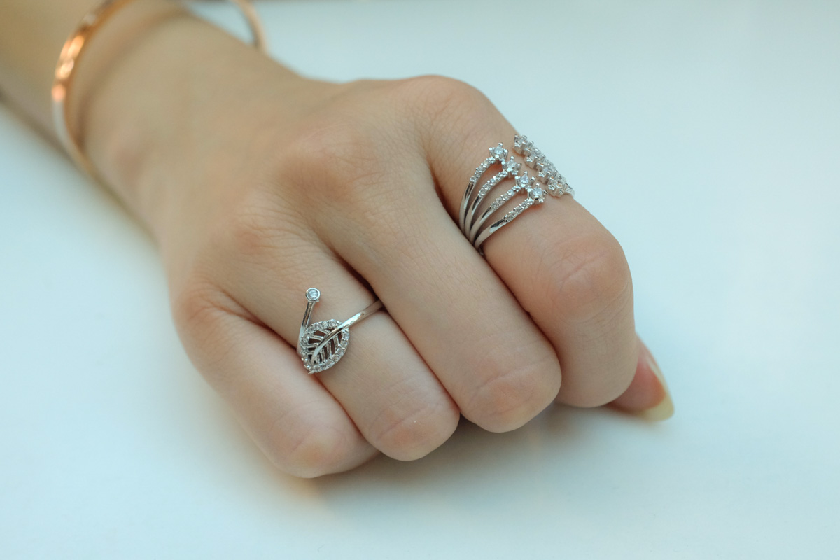 Leaf ring and split row ring