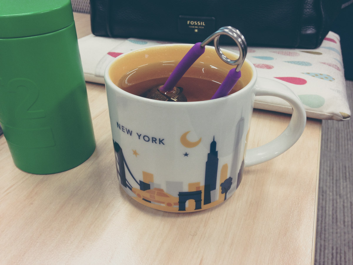 Black rose tea in Starbucks mug (with tong infuser)
