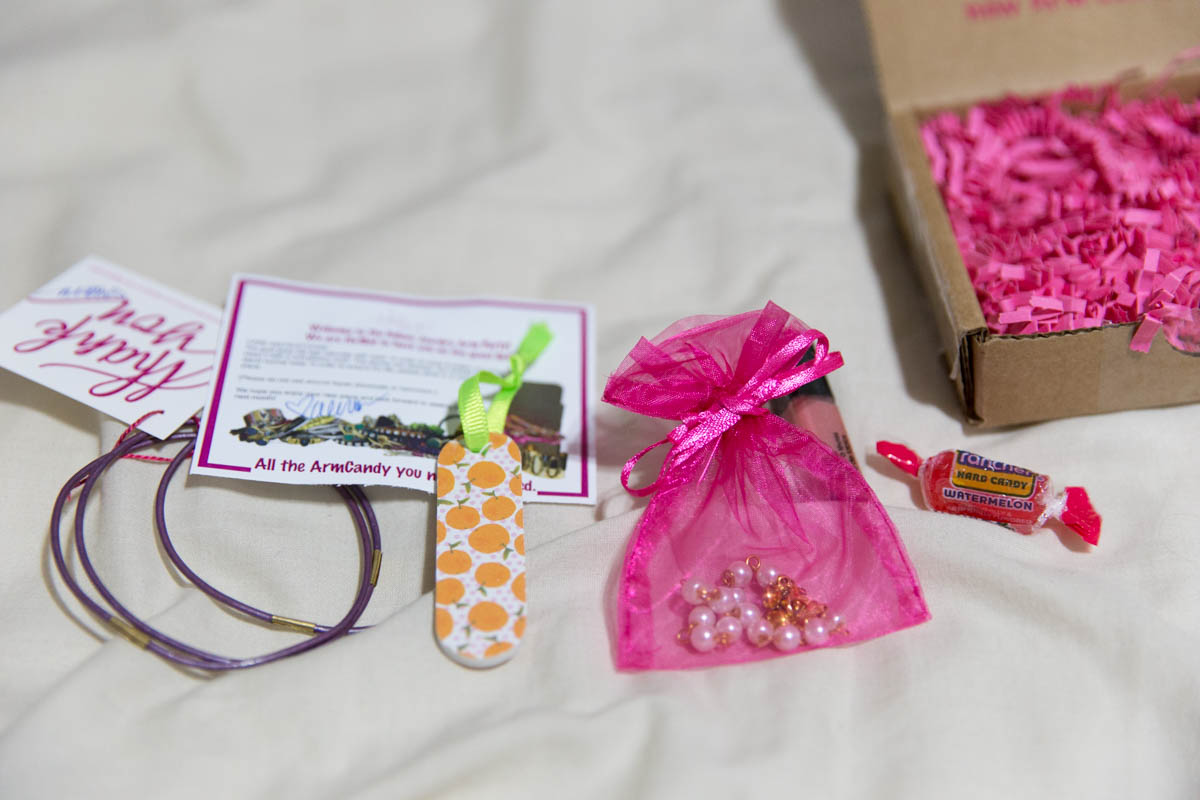 Interlocking bracelet, nail file, hot pink organza bag – the usual stuff