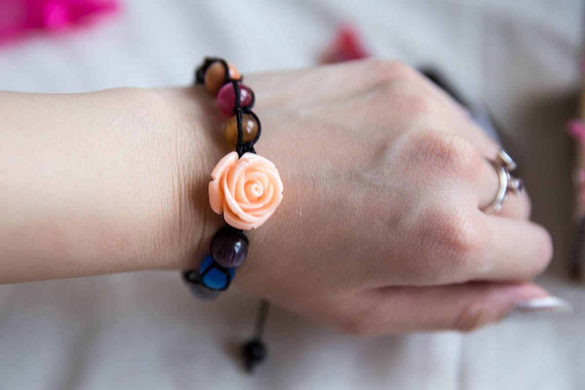 The beaded bracelet with a rose bead