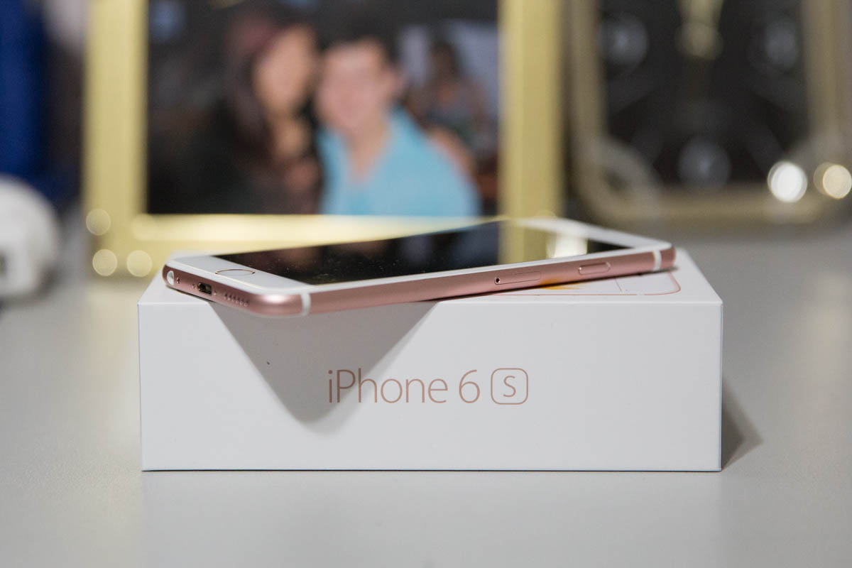 A photo of my rose gold iPhone and its box